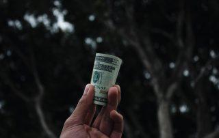 Eine Rolle Dollars um in Bitcoin zu investieren